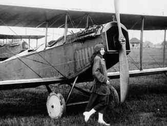 Katherine Stinson and her Curtiss JN-4 aeroplane. Public domain.