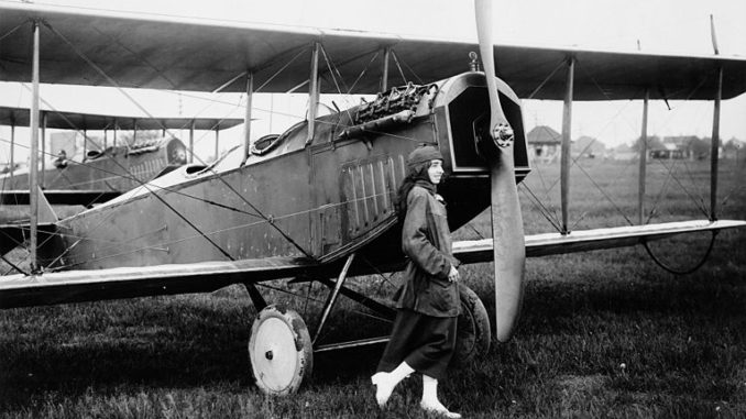 Katherine Stinson and herCurtiss JN-4 aeroplane. Public domain.