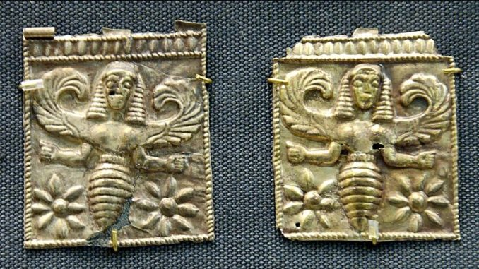 Bee-goddess, perhaps associated with Artemis above female heads. Gold plaques, 7th century BC. In the Greece & Rome collection of the British Museum. Public domain.